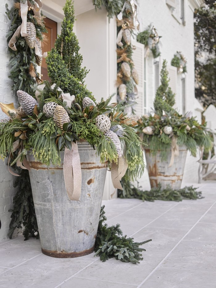 Christmas Decoration Ideas with Natural Garland and Wreaths