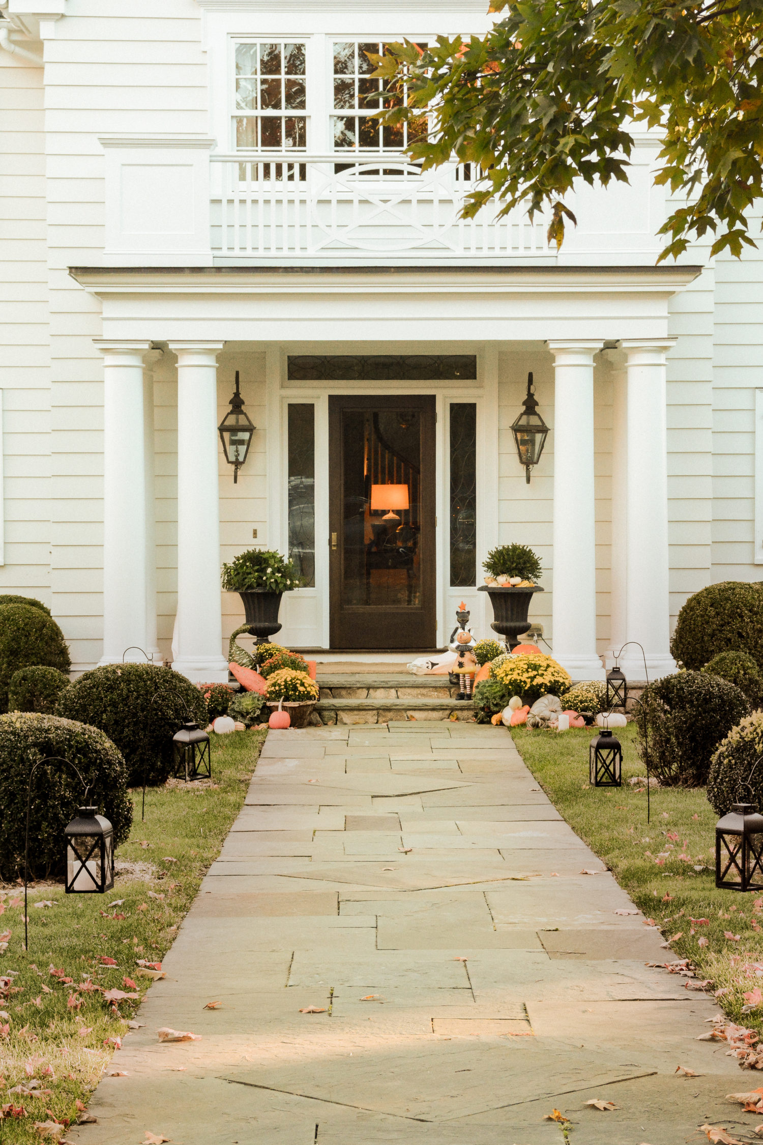 new england traditional homes in fall